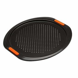 Le Creuset Antihaft Pizza-Backblech, Ø 33 cm, Belüftungslöcher, PFOA-frei, Sauerteigbeständig, Aus Karbonstahl gefertigt, Anthrazit/Orange - 1